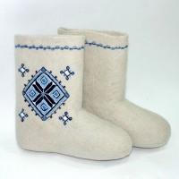Russischer Winterschick: handgefertigte Walenki mit skandinavischem Muster. / www.gorizont.org