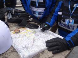Lagebesprechung bei den Beobachtern der OSZE im Donbass. / Simone Brunner (n-ost)